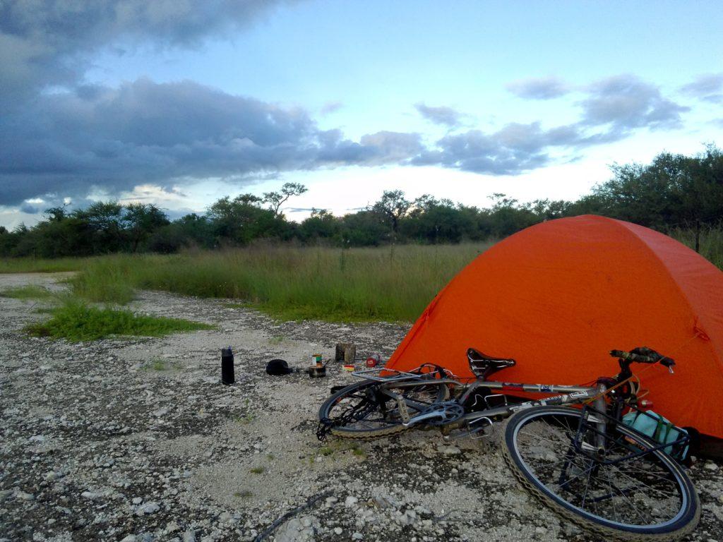 自転車でアフリカで野宿する話。
