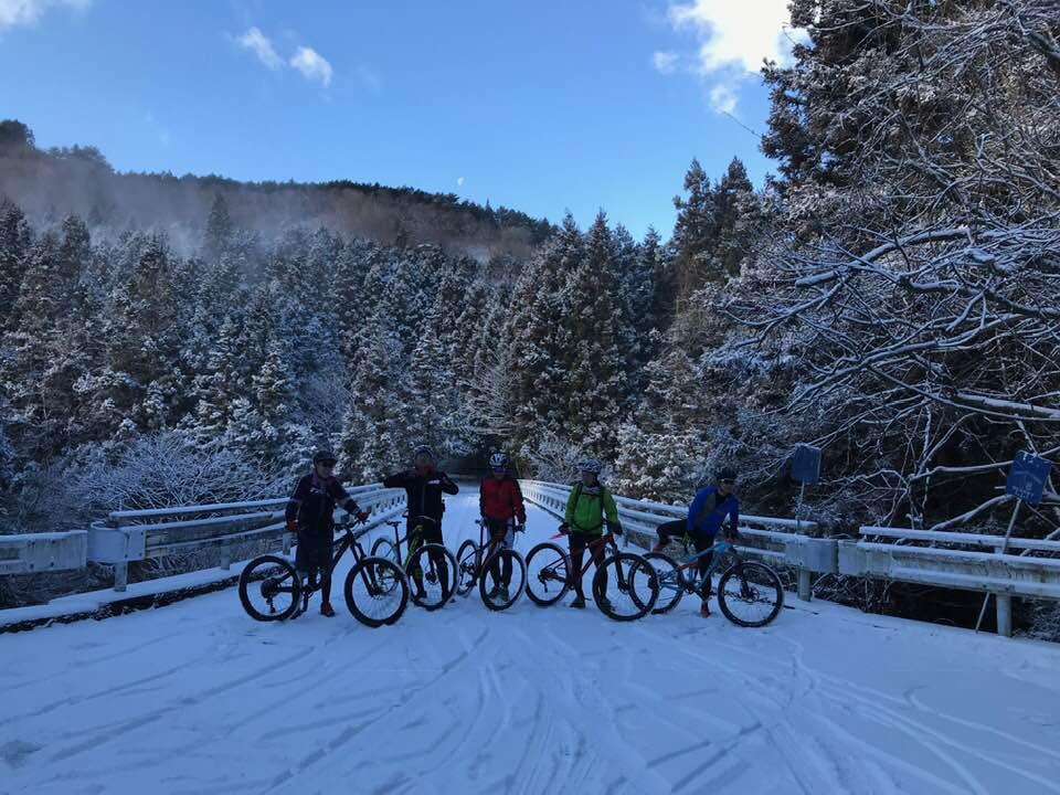 雪のマウンテンバイク。